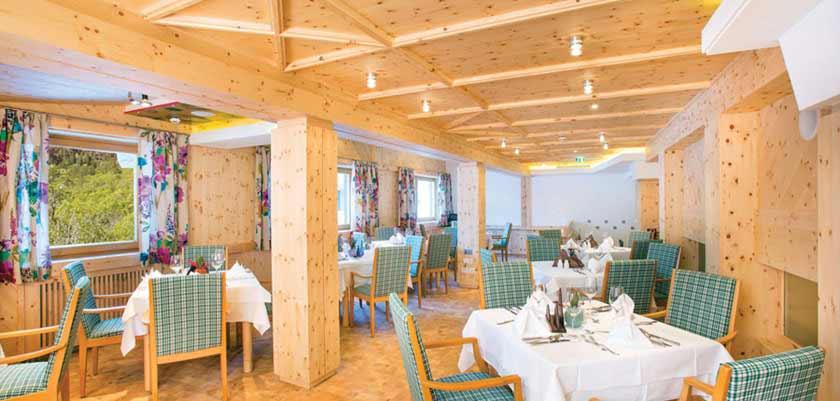 Hotel Glemmtalerhof, Hinterglemm, Austria - Restaurant interior.jpg